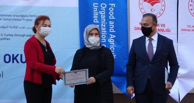Bursa'da 'Uygulamalı Çiftçi Okulu' ilk sertifikalarını verdi