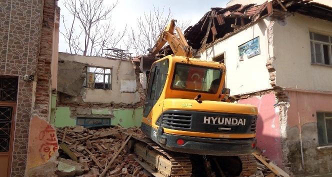 Bursa'da 81 metruk bina yıkıldı